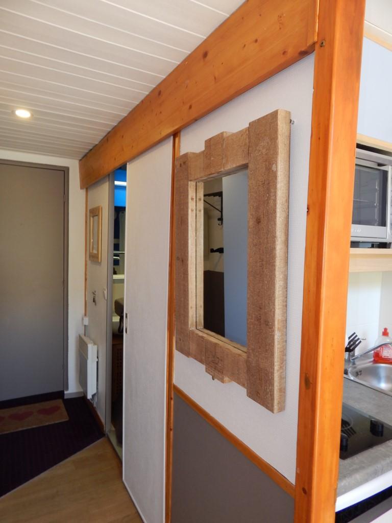 L'entrée et l'accès à la salle de bains